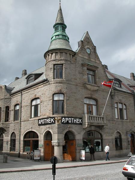 The Art Nouveau Centre & the Art Museum KUBE