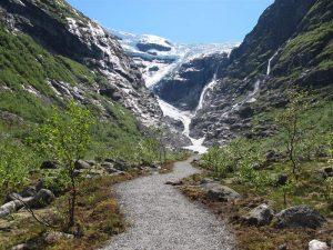 glacier kjenndal Olden
