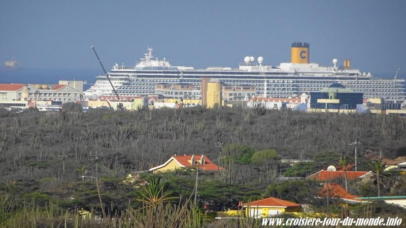 Escale à Oranjestad Aruba vue sur le Costa Luminosa