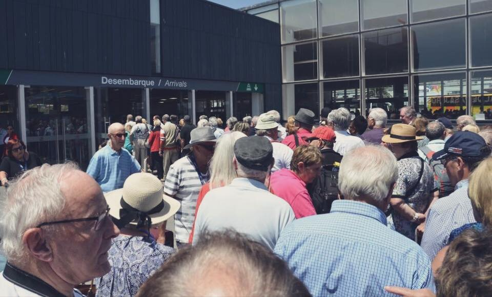Passagers bloqués au terminal de Valparaiso par des dockers grévistes