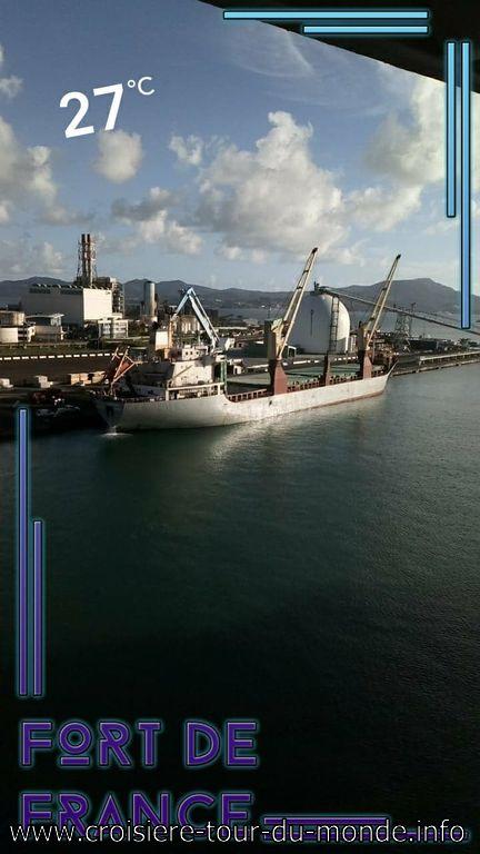 Vue sur le Port de Commerce Fort de France