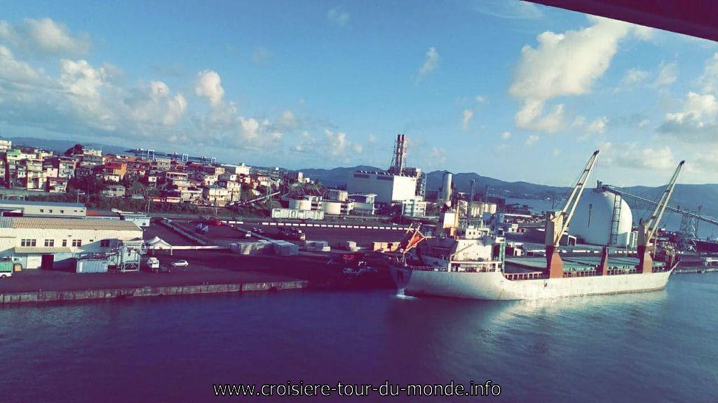 Vue sur le Port de Commerce Fort de France à la Martinique