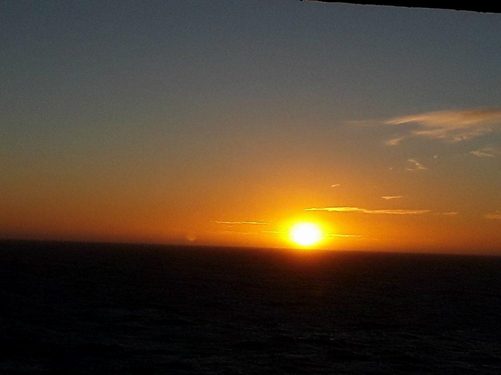 levé de soleil en Océan Austral