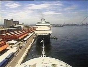 Vue webcam arrière Le Costa Luminosa à quai au port de Rio de Janeiro