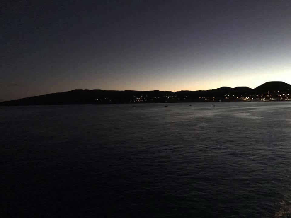 Croisière tour du monde Austral 2017 Au petit jour, le Costa Luminosa approche de l'île de Pâques