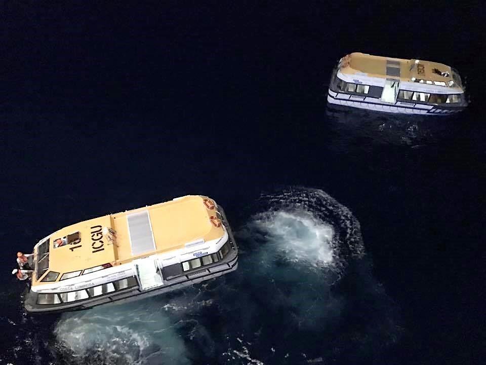 Croisière tour du monde Austral 2017 Le Costa Luminosa largue les chaloupes à l'île de Pâques