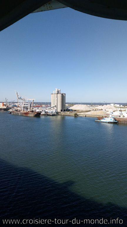 Le Queen Victoria à quai à Cape Canaveral vue sur le sable
