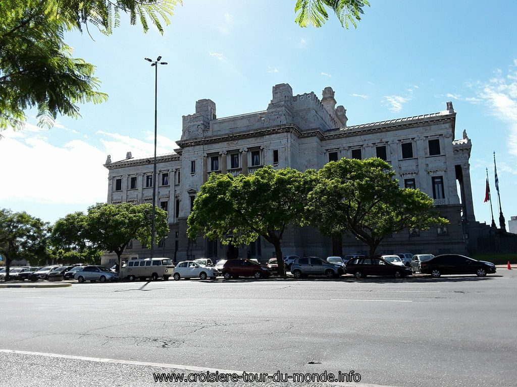 Escale à Montevideo Uruguay Le Parlement