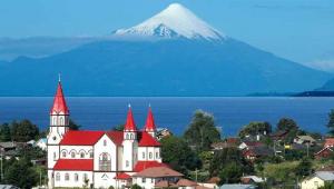 Puerto Varas Chili vue sue le Volcan Osorno au Chili