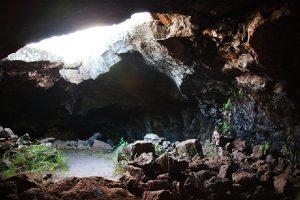 La grotte d'Ana Te Pahu sur l'Île de Pâques