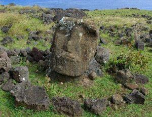 Tête de Moai de Ahu TE PEU sur l'Île de Pâques