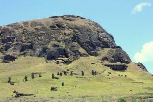 Volcan et carrière Rano Raraku à l'île de Pâques