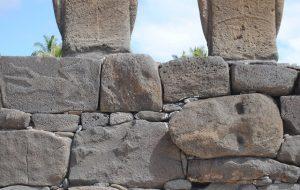 ancienne tête demoaïincorporée sur l'Île de Pâques