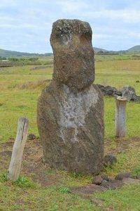 Moai solitaire site de Vaihu île de Pâques