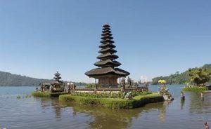 Croisière tour du monde LeTemple flottantdu lac Ulun Danu Beratanà Bali
