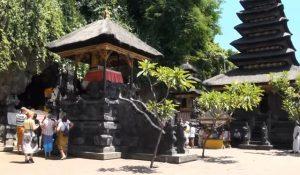 Croisière tour du monde Pura Goa Lawah et la grotte aux chauves souris à Bali