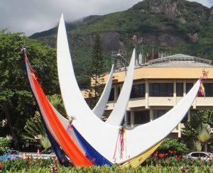 Croisière tour du monde Moniment Trwa Lezel Victoria Mahé aux Seychelles